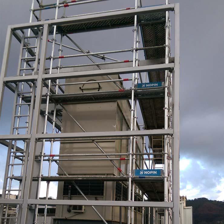 Montaje de estructura auxiliar para colocación de paneles en máquina de frío